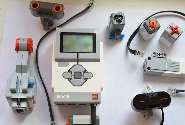 Programmable EV3 Block at Lego Mindstorms sensors.