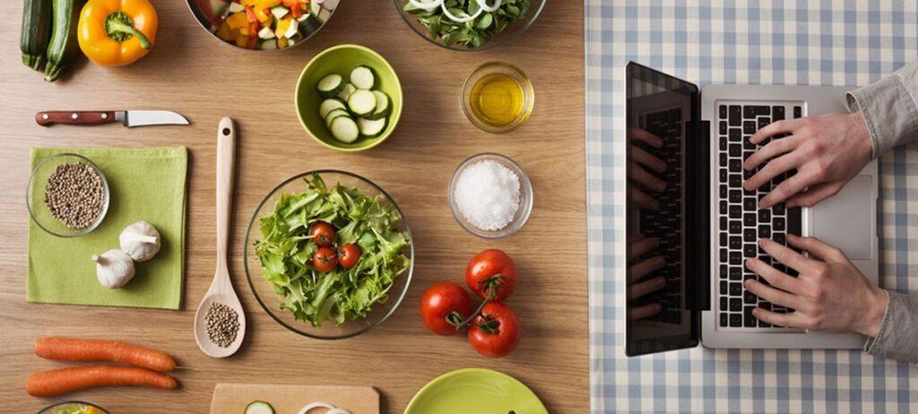 أهم 10 كورسات تغذية أون لاين مجانًا… اعتمدها لأجل غذاء صحي