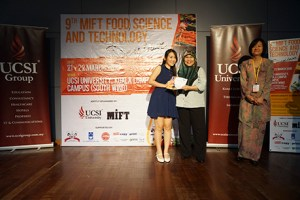 Cheong Ai Mun (left) receiving her first-place certificate from Dr Siti Noorbaiyah Abdul Malek (centre), President of the Malaysian Institute of Food Technology as Assoc Prof Dr Chan Hor Kuan (right), dean of UCSI's Faculty of Applied Sciences looks on.