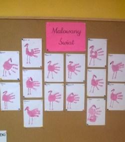 Flamingi z odciśniętych rączek Emilia Lalak Jesień Kreatywnie z dzieckiem Prace plastyczne (Dzień Zwierząt) Światowy Dzień Zwierząt Wiosna Zwierzęta