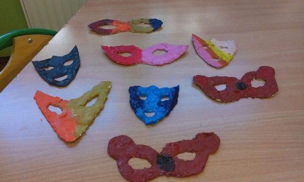 Maski karnawałowe z tektury