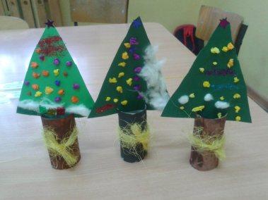 Choineczki z rolki papieru Dzień Drzewa Dzień Ochrony Środowiska Dzień Ziemi Marlena Wrońska Prace plastyczne Prace plastyczne (Boże Narodzenie) Prace plastyczne (Dzień drzewa) Prace plastyczne (Dzień Ziemi) Święta Zima (Prace plastyczne)