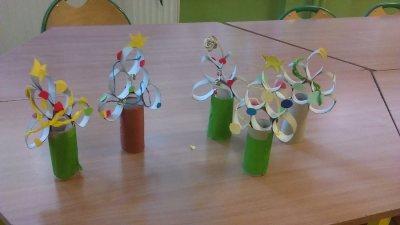 Choinka z rolek po papierze toaletowym Dzień Drzewa Izabela Kowalska Kreatywnie z dzieckiem Prace plastyczne (Dzień drzewa) Święta Zima