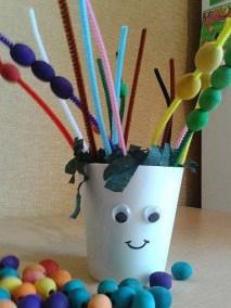Stworek z drucików kreatywnych i doniczki Jesień (Prace plastyczne) Marlena Wrońska Prace plastyczne Święto Dyni / Halloween Wiosna (Prace plastyczne)