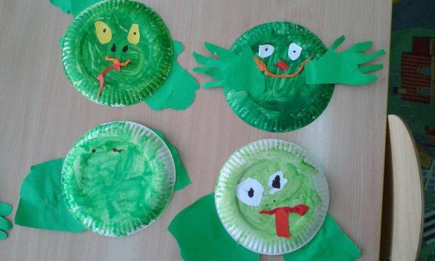 Żabki z papierowych talerzyków