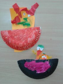 Kurczaczki w gnieździe z papierowego talerzyka Marlena Wrońska Prace plastyczne Prace plastyczne (Dzień Zwierząt) Prace plastyczne (Wielkanoc) Światowy Dzień Zwierząt Wielkanoc (Prace plastyczne) Wiosna (Prace plastyczne) Zwierzęta (Prace plastyczne)