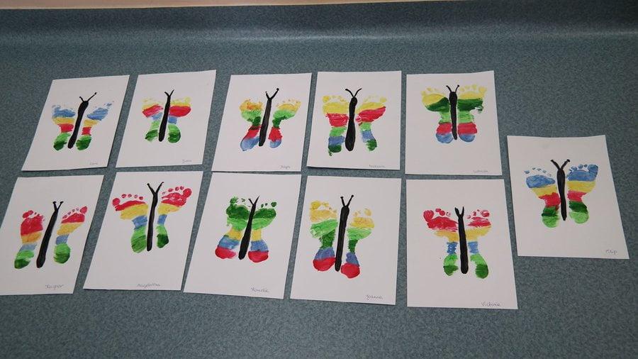 Motylek z odbitych stóp Aneta Grądzka-Rudziak Kreatywnie z dzieckiem Lato Prace plastyczne Prace plastyczne Światowy Dzień Zwierząt Wiosna