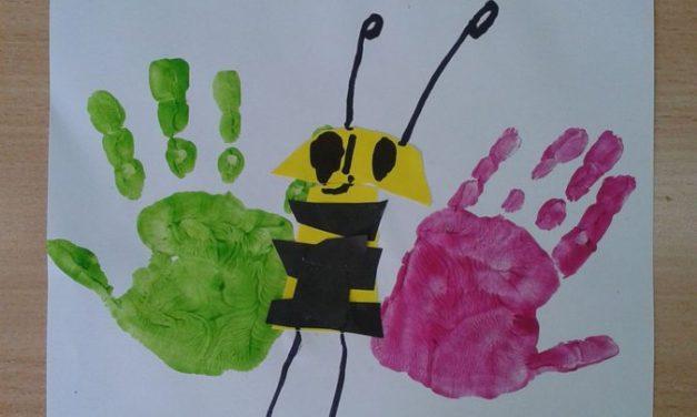 Pszczółki z odrysowanej dłoni