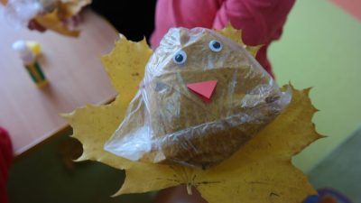 Ptaszek z liści Aneta Grądzka-Rudziak Jesień Jesień Kreatywnie z dzieckiem Międzynarodowy Dzień Ptaków Prace plastyczne (Dzień Zwierząt) Prace plastyczne (Jesień) Światowy Dzień Zwierząt Zwierzęta