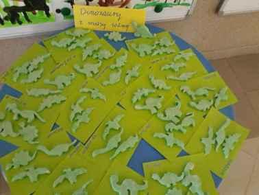 Dinozaury z masy solnej Dzień Chemika Dzień Dinozaura Kreatywnie z dzieckiem Małgorzata Wojkowska