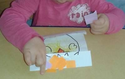 Kurczaki wielkanocne - wyklejanka Dominika Kobylak Kreatywnie z dzieckiem Prace plastyczne (Wielkanoc) Wielkanoc