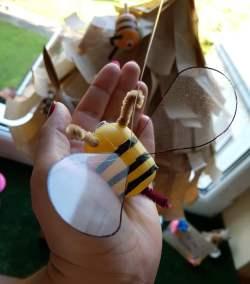 Pszczoły z opakowań po kinder jajkach Dominika Kobylak Kreatywnie z dzieckiem Lato Prace plastyczne (Dzień Zwierząt) Prace plastyczne (Wiosna) Światowy Dzień Zwierząt Wiosna Zwierzęta