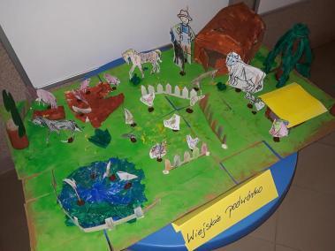 """Makieta """"FARMA"""" z kartonu Kreatywnie z dzieckiem Małgorzata Wojkowska Prace plastyczne (Dzień Zwierząt) Światowy Dzień Zwierząt"""