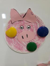 Psotna świnka z papierowych talerzyków Kreatywnie z dzieckiem Małgorzata Wojkowska Prace plastyczne (Dzień Zwierząt) Światowy Dzień Zwierząt Zwierzęta