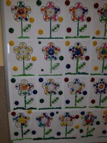 Kolorowe kwiatki - praca z plasteliną Małgorzata Wojkowska Prace plastyczne Prace plastyczne (Na wsi) Wiosna Wiosna (Prace plastyczne)