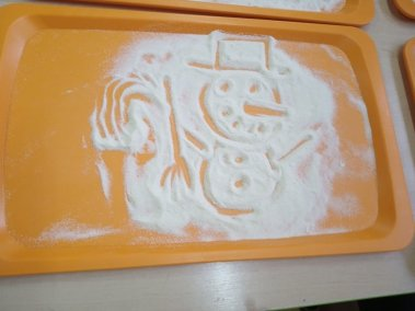 Malowanie na kaszy mannie Izabela Kowalska Kreatywnie z dzieckiem