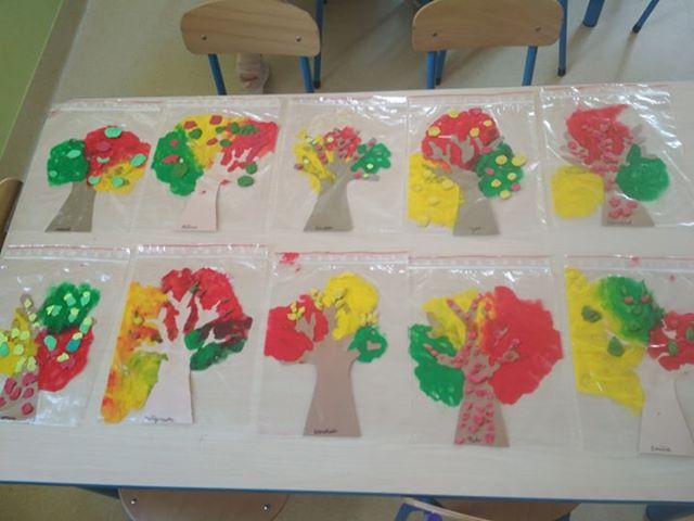 Jesienne drzewa w woreczkach