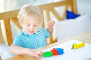 11 domowych i łatwych przepisów na masy plastyczne Artykuły