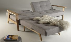 cropped-splitback-frej-sofa-and-eik-chair-521-bed-relax-position.jpg
