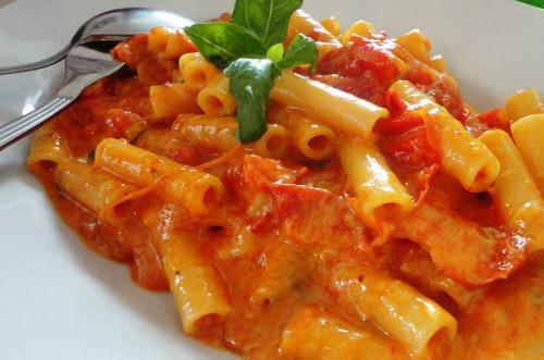 ziti-pomodoro-basilico-mozzarella-bufala-ricetta-edy-virgili-biologa-nutrizionista
