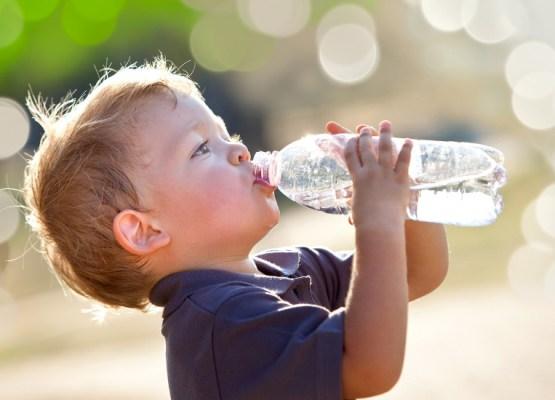 importanza-dell-acqua-alimentazione-bambino-dottoressa-edy-virgili