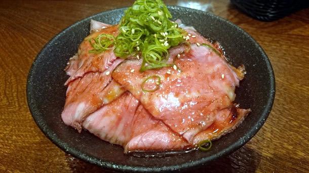 イートミートアットフランダーステイル ローストビーフ丼