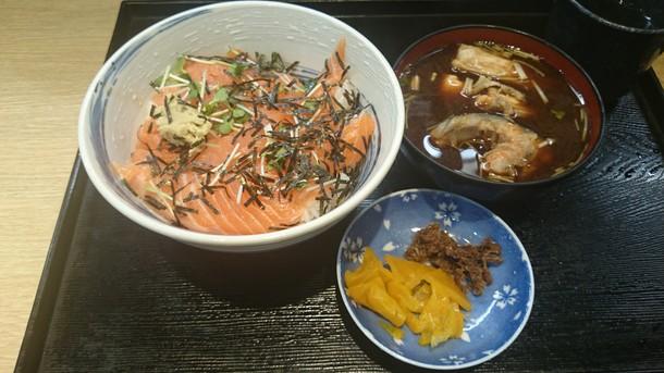 回転すし日本一サーモン丼