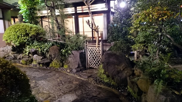 あつた蓬莱軒中庭