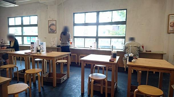 築港麺工房内装