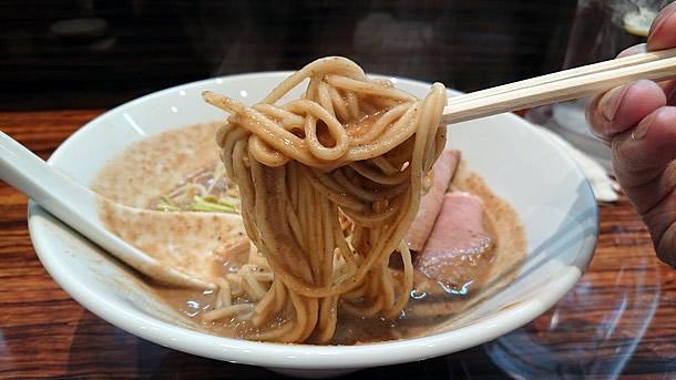 鶏重厚らーめん 麺