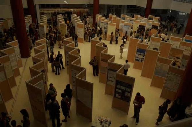 Sala de exposición de paneles en el XXX Congreso SEBBM (Málaga 2007)