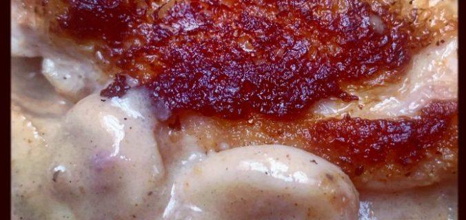 Kipfilet met champignons, paprikapoeder in zure room saus