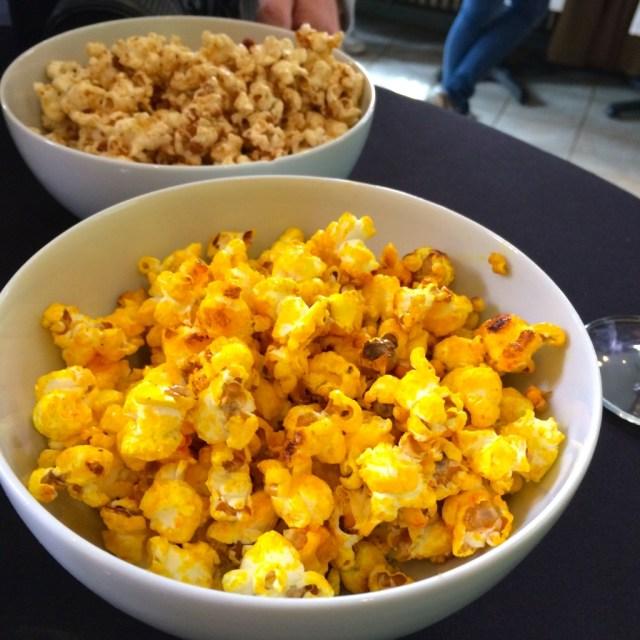 Popcorn met kurkuma en saffraan