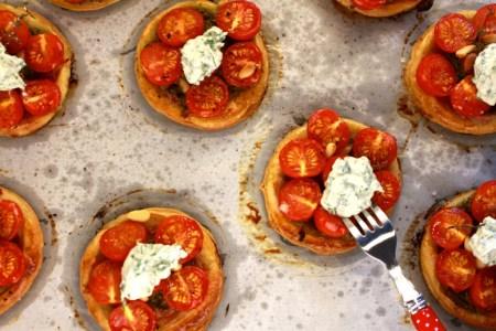 Tomatentaartjes met kruidenricotta