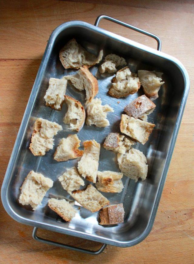 Brood in stukken scheuren / www.eenlepeltjelekkers.be