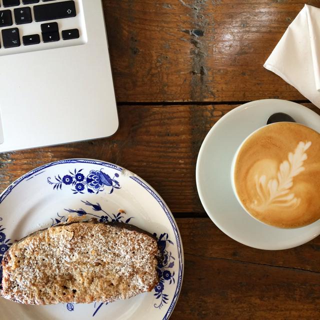 Koffie en speltfrangipane bij De Superette in Gent / www.eenlepeltjelekkers.be