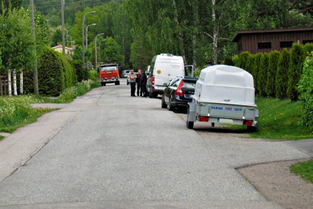 """Vantaal tehakse uskumatuid parkimistrahve selle eest, et autod on pargitud """"liiga tee serva"""""""