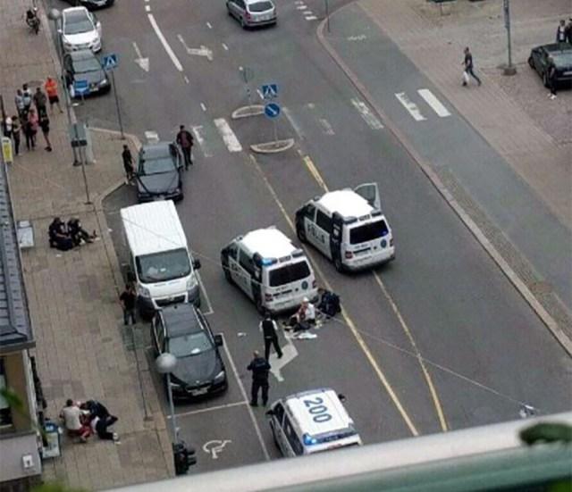 Politseinik pidi Turu pussitajat vihase rahvamassi eest kaitsma