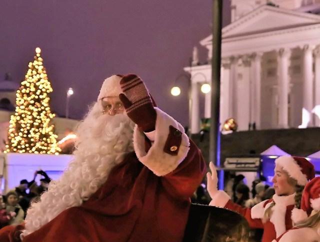 Helsingis süüdati jõulutuled