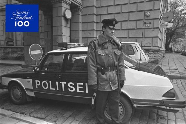 Olid ajad: Soome kinkis Eesti politseile Saabi