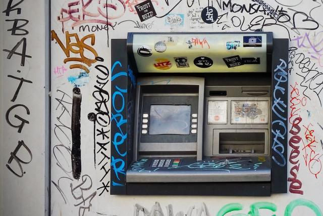 Vanurid põevad pangastressi – ei julge automaadist raha välja võtta ja on valmis isegi nälgima