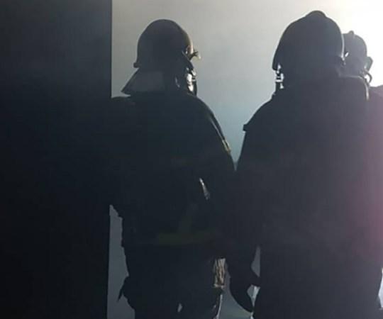 Helsingis oli ohtlik tulekahju, politsei piiras terve piirkonna sisse