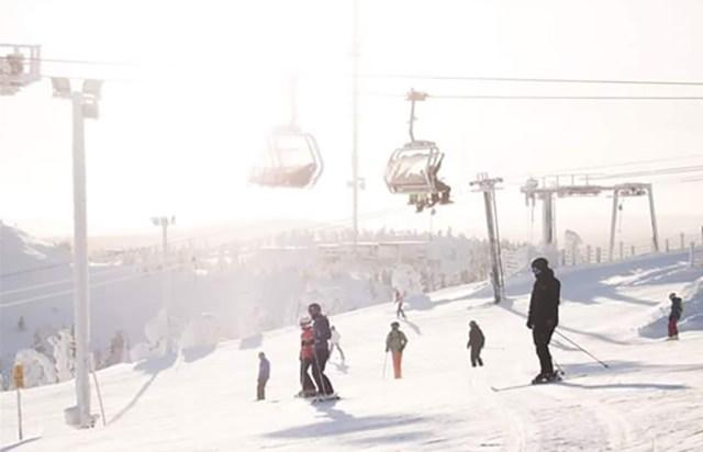 Lumelauasõitja sai Soomes suusamäel raskelt vigastada, politsei algatas krimasja