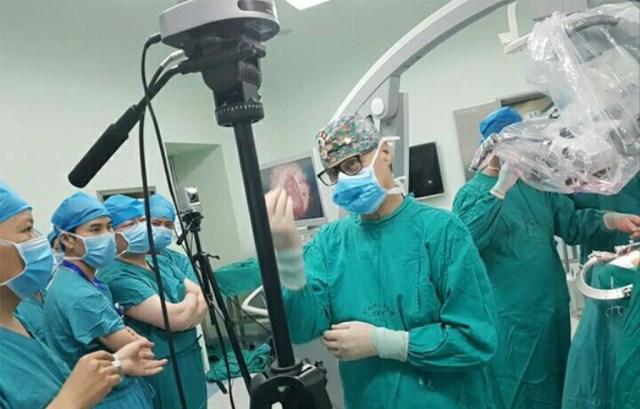 Üks maailma parimaid ajukirurge töötab Hiinas, sest Soome jaoks on ta liiga vana