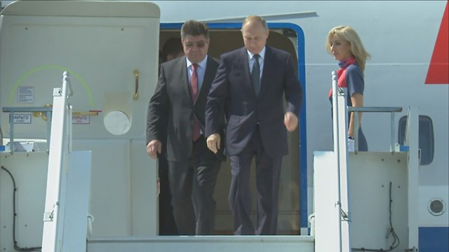 Vene president saabus Helsingisse, naeratus näol