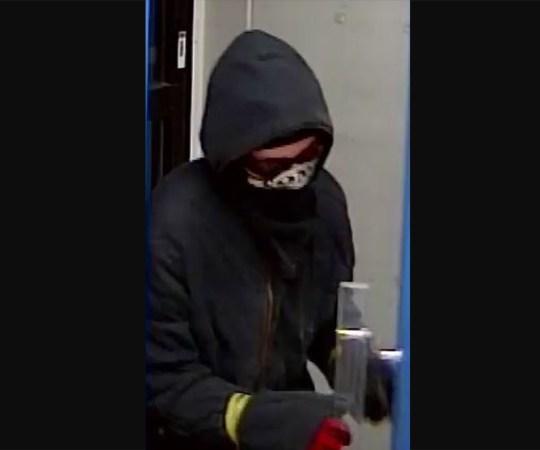 Kaetud näoga mees röövis Kuopios poodi