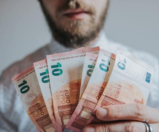 Soome politsei hoiatab investeerimiskelmide eest, kes on soomlastelt välja petnud viimastel kuudel miljoneid