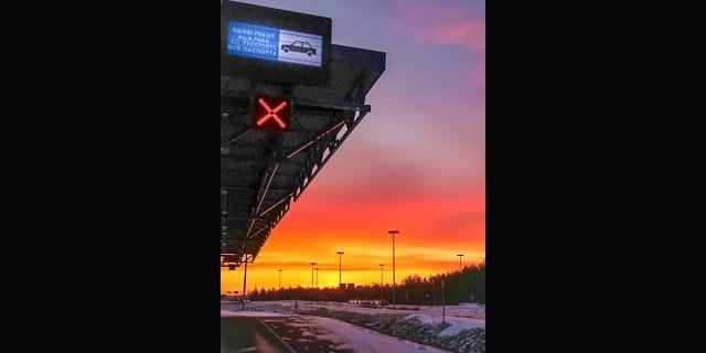 Üks soome mees sõidutas ligi 1000 inimest koroona ajal üle Soome-Vene piiri