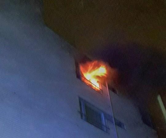 Politsei uurib Helsingi kortermaja põlengut kui tapmiskatset, korterisse visati süütepudel