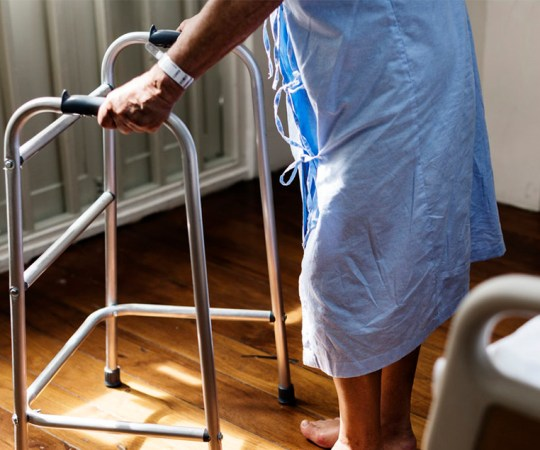 Uus trend Soomes: vanurid ei lähe enam hooldekodusse, vaid võtavad koju hooldaja